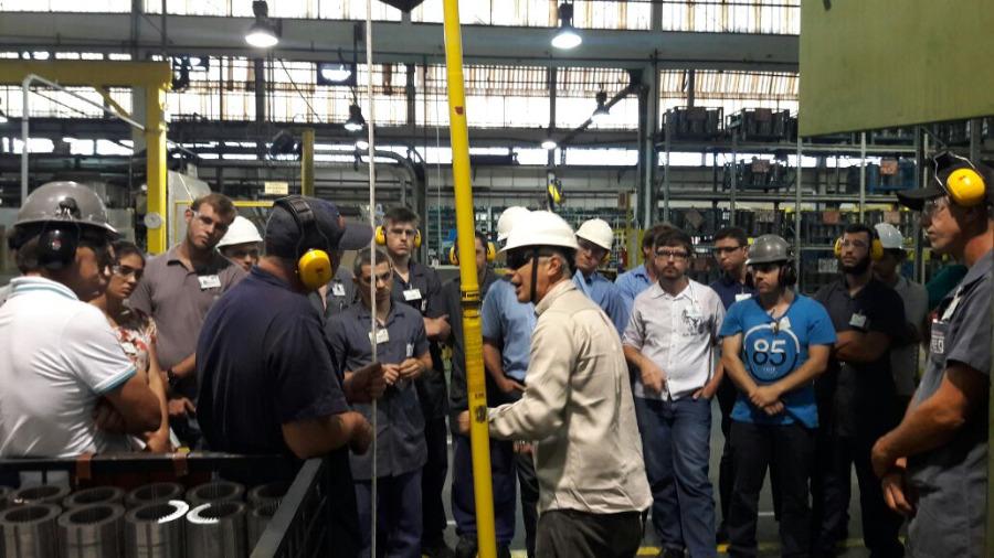 LEAL Realiza Apresentação em Fabricante de Equipamentos Elétricos